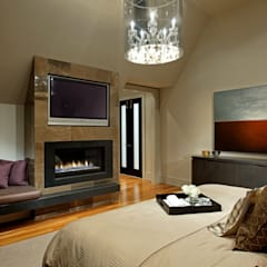 Master Bedroom:  Bedroom by Douglas Design Studio