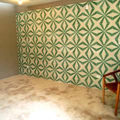 Casa del Aljibe: Paredes de estilo  por Quinto Distrito Arquitectura, Ecléctico Azulejos