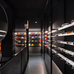 Durasafe Retail Gallery:  Offices & stores by MinistryofDesign,Modern