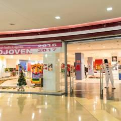 Expo Joven: Centros comerciales de estilo  de Vinilos Casa