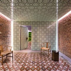 Loke Thye Kee Residences:  Hotels by MinistryofDesign,