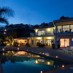 Home Staging en villa de alquiler vacacional: Casas de estilo  de Home & Haus | Home Staging & Fotografía