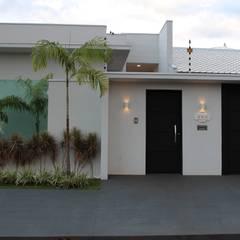 Fachada residencial: Casas  por Arquiteta Bianca Monteiro