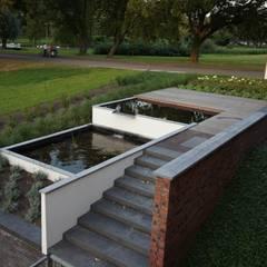 vijvertuin met 3 niveau's:  Tuin door BMT