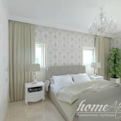 Klasyczne Cappucino: styl , w kategorii Sypialnia zaprojektowany przez Home Atelier