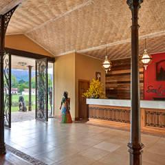 Santíssimo Resort Corredores, halls e escadas coloniais por CLS ARQUITETURA Colonial