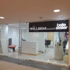 FACHADA DE SALON: Spa de estilo  por Bello diseño interior