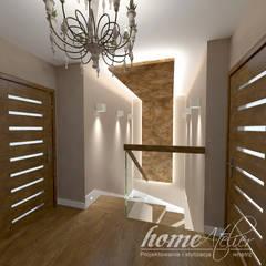 Kolonialny modern: styl , w kategorii Korytarz, przedpokój zaprojektowany przez Home Atelier