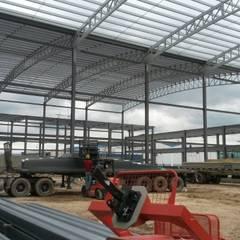 Cimentación y Estructura Metálica Bodega Bodegas de estilo industrial de CONSTRUCCIONES 2AM S.A.S. Industrial