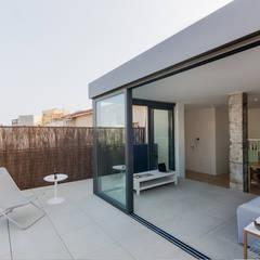 NEW LOOK: Terrazas de estilo  de MIREIA PIQUÉ.........asesora, home personal shopper y personal shopper inmobiliario