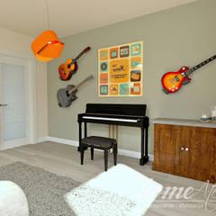 Lawendowa prowansja: styl , w kategorii Pokój multimedialny zaprojektowany przez Home Atelier