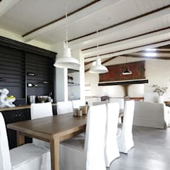 Kleinbos:  Dining room by Full Circle Design,
