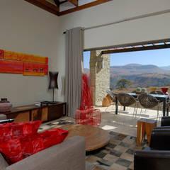 Nondela 1:  Living room by Full Circle Design