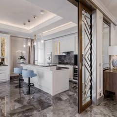 Delicate interior of a villa on Cote d'Azur. : Cucina in stile  di NG-STUDIO Interior Design