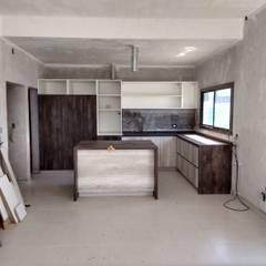Nhà bếp by raiz estudio