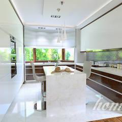 Śródziemnomorska subtelność: styl , w kategorii Kuchnia zaprojektowany przez Home Atelier