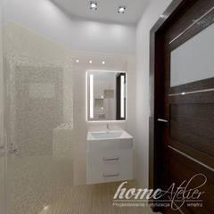 Śródziemnomorska subtelność: styl , w kategorii Łazienka zaprojektowany przez Home Atelier