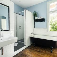 Rénovation d'une maison Tourangelle: Salle de bains de style  par MadaM Architecture