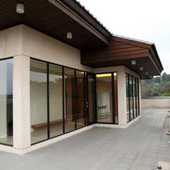 Balkon, Beranda & Teras Gaya Asia Oleh 台中室內建築師 利程室內外裝飾 LICHENG Asia
