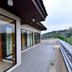Teras oleh 台中室內建築師|利程室內外裝飾 LICHENG, Asia