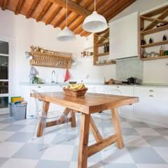 Firenze: Cucina in stile  di Falegnameria Grelli Danilo