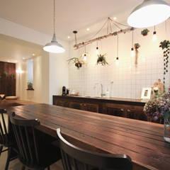 전주인테리어 디자인투플라이 - 킨포크 스타일의 전주한옥마을 안녕제제 게스트하우스: 디자인투플라이의  다이닝 룸