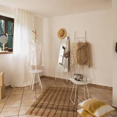 Ankleide:  Ankleidezimmer von Langmayer Immobilien & Home Staging