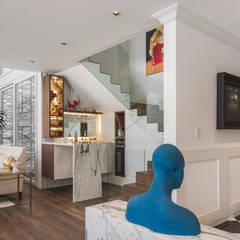 Pasillos y hall de entrada de estilo  por MAAD arquitectura y diseño