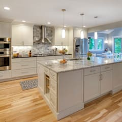 classic Kitchen by Main Line Kitchen Design