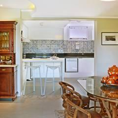 Living + Cozinha: Salas de jantar  por Ambientta Arquitetura