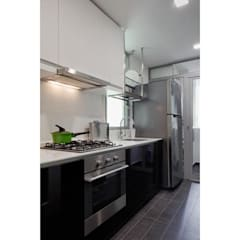 Minton Condo Interior Design Singapore: modern Kitchen by Posh Home