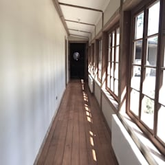 Rustic style corridor, hallway & stairs by RENOarq Rustic Wood Wood effect