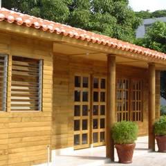 ALGUNAS DE NUESTRAS CONSTRUCCIONES REALIZADAS: Estudios y oficinas de estilo  por Casas y cabañas de Madera  -GRUPO CONSTRUCTOR RIO DORADO (MRD-TADPYC),