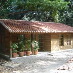 Oficinas de estilo  por Casas y cabañas de Madera  -GRUPO CONSTRUCTOR RIO DORADO (MRD-TADPYC),