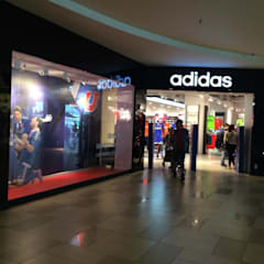 Remodelación adidas Plaza Alameda: Centros Comerciales de estilo  por Super A Studio