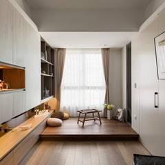 Estudios y oficinas de estilo escandinavo por 耀昀創意設計有限公司/Alfonso Ideas