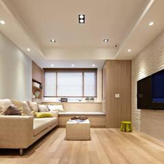 ห้องนั่งเล่น by 耀昀創意設計有限公司/Alfonso Ideas