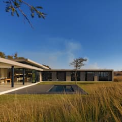 :  Houses by REIS