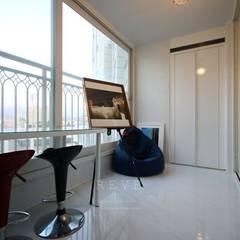 [신혼집인테리어] 서울 영등포 대림동 한솔솔파크 아파트인테리어 33PY: 디자인스튜디오 레브의  베란다,모던