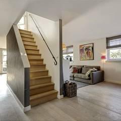 Verbouwing woonhuis Vinkeveen:  Gang en hal door Architectenbureau Ron Spanjaard BNA