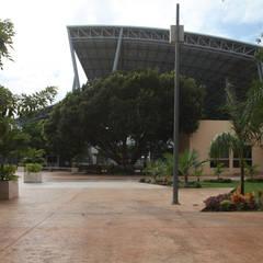 Unidad Deportiva Kukulkan ( Espacios de Vinculación ): Estadios de estilo  por Herrera Atoche Arquitectos