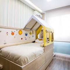 APARTAMENTO CENTRO II: Quarto infantil  por Join Arquitetura e Interiores