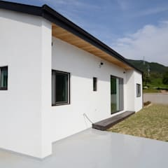 앞마당: 건축사사무소 카안 |Architect firm KAAN의  정원