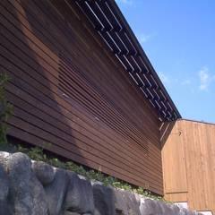 大学学生食堂+ゲストハウス UNIVERSITY CAFETERIA + GUESTHOUSE: HASAS 一級建築士事務所 長谷川健吾建築設計事務所が手掛けたレストランです。