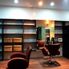 美容室 HAIR SALON - CO: HASAS 一級建築士事務所 長谷川健吾建築設計事務所が手掛けた商業空間です。