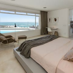 Camps Bay House 1: minimalistic Bedroom by GSQUARED architects