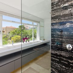 Camps Bay House 1:  Bathroom by GSQUARED architects, Minimalist Marble