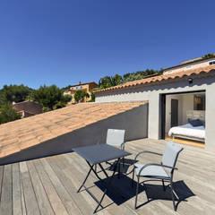 Réinvention / Bandol: Terrasse de style  par Atelier Jean GOUZY