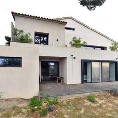 Réinvention / Sanary / mer: Maisons de style de style Méditerranéen par Atelier Jean GOUZY