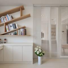 Estudios y oficinas de estilo escandinavo por 存果空間設計有限公司